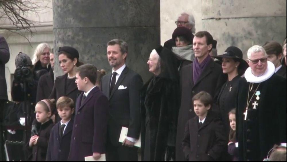 La familia real danesa despide al príncipe Henrik