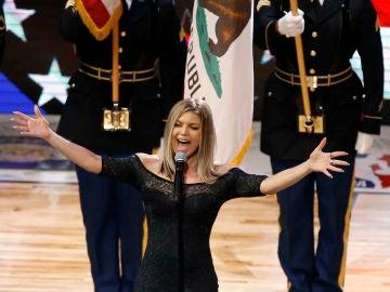 Fergie durante su actuación