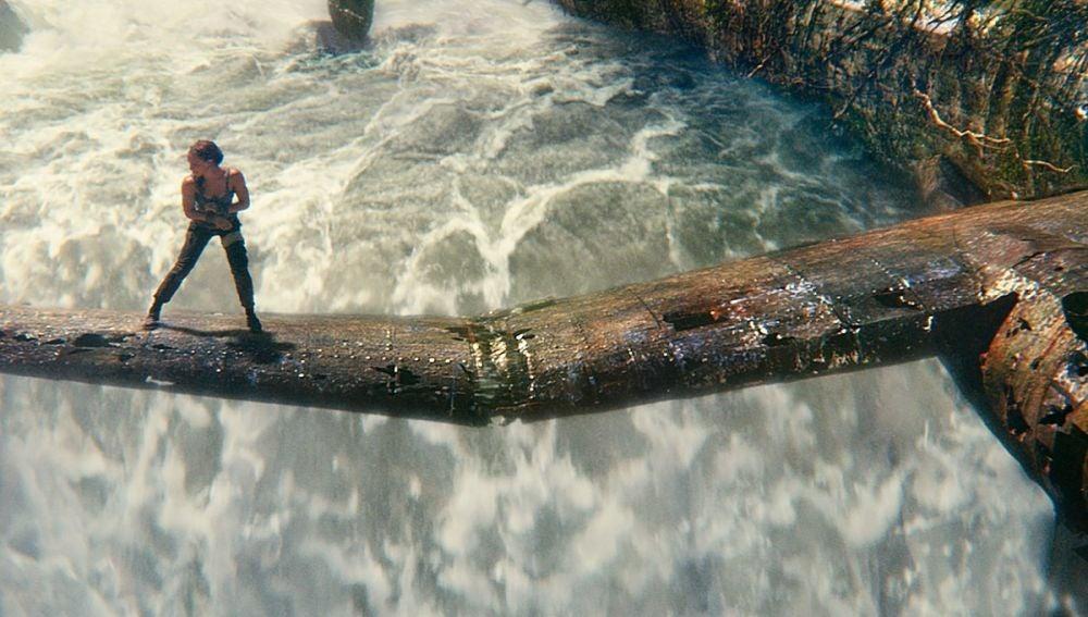 Alicia Vikander lucha por sobrevivir en 'Tomb Raider'