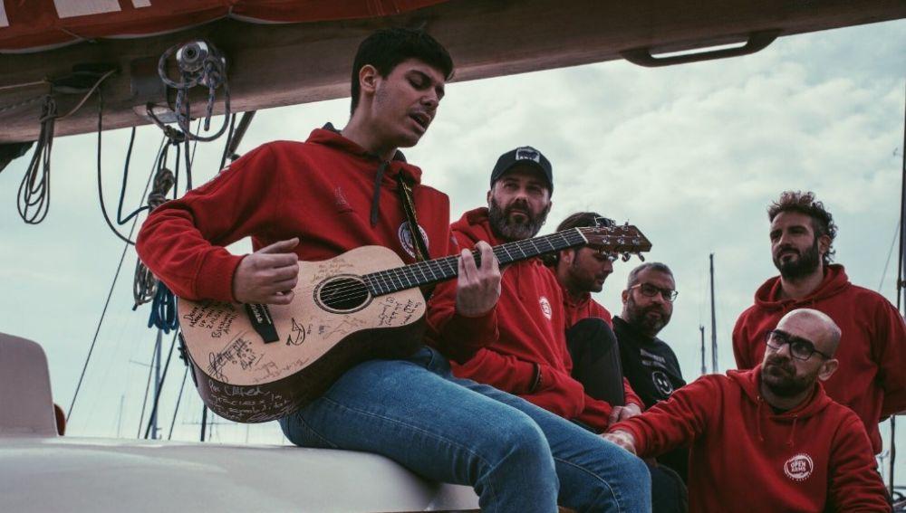 Alfred García en el barco Astral de Open Arms
