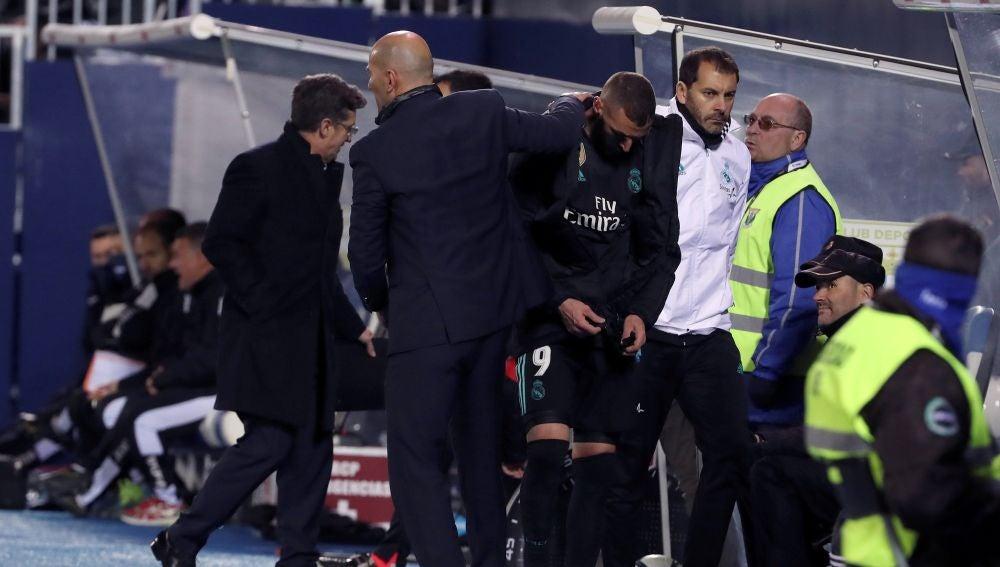 Zidane, en el banquillo del Real Madrid