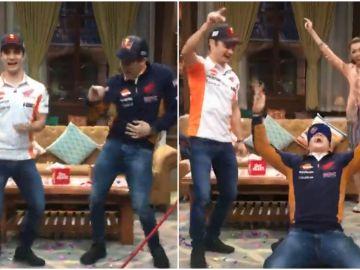 Dani Pedrosa y Marc Márquez bailan en un programa de televisión de Indonesia