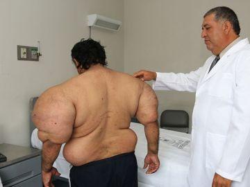 Alejandro Ramos y el médico que le atiende