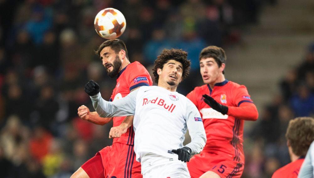 Momento del partido entre Salzburgo y Real Sociedad