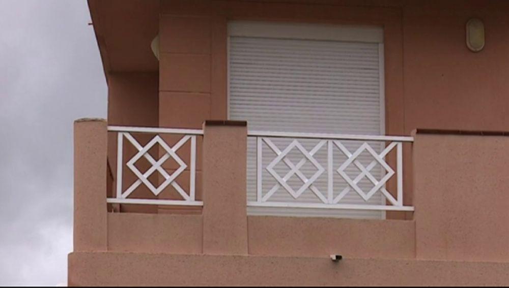 Fallece un joven al intentar escalar por la fachada del edificio donde vivía