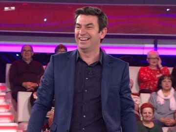 El divertido detalle de Arturo Valls con una espectadora de '¡Ahora Caigo!'