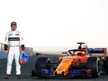 Hamilton desea suerte a Alonso