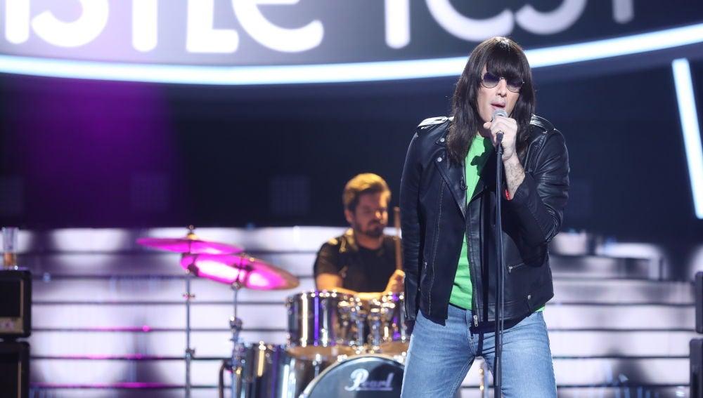 David Amor pone el 'Rock 'n' Roll Radio' de Ramones en el plató de 'Tu cara me suena'