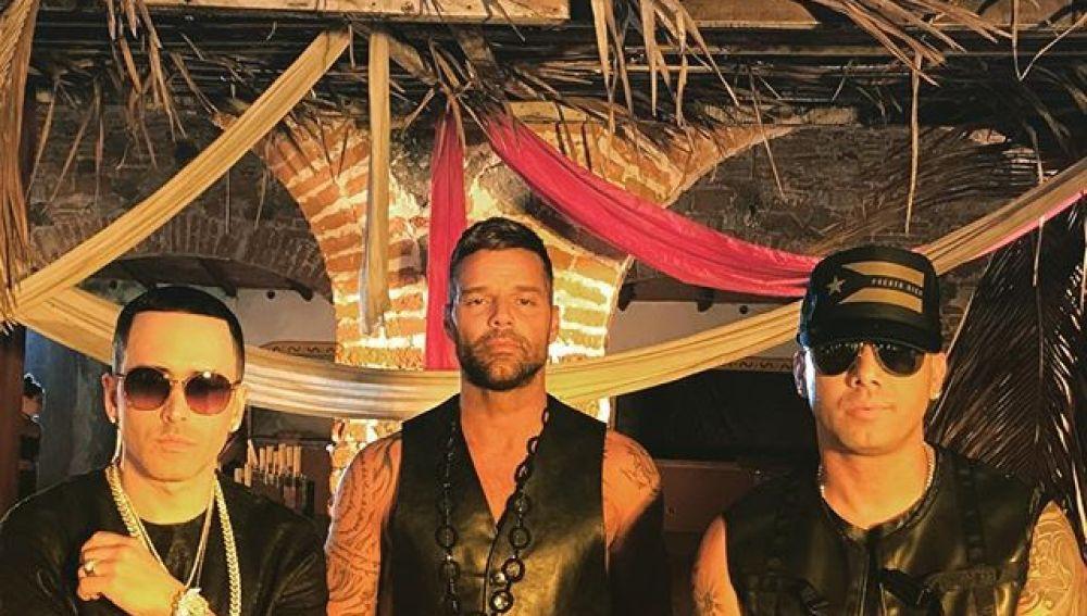 Ricky Martin junto a Wisin y Yandel en el tema 'Fiebre'