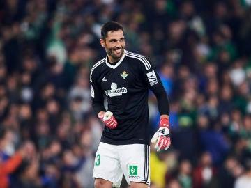 Antonio Adán celebra un gol del Betis