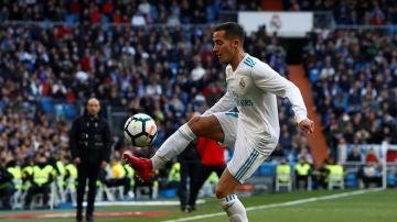 Lúcas Vázquez controlando un balón