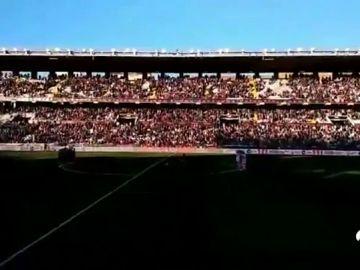 El grupo ultra Bukaneros no respeta el minuto de silencio en memoria del ertzaina muerto en Bilbao