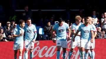 Los jugadores del Celta celebran un gol ante el Eibar