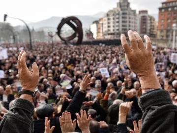 Miles de jubilados y pensionistas,convocados por la plataforma de asociaciones de jubilados, viudas y pensionistas de Bizkaia