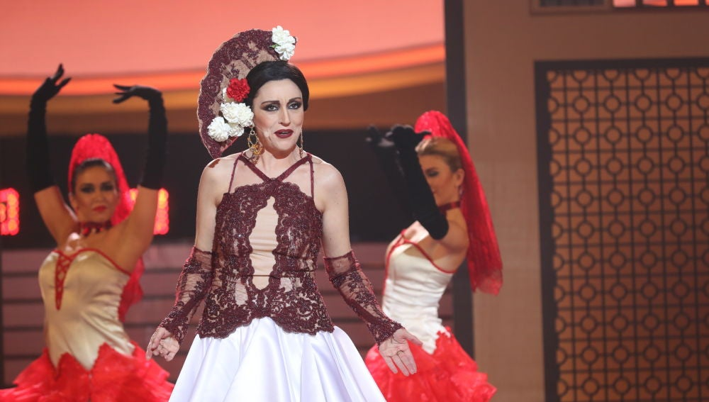 Pepa Aniorte se atreve con 'El beso' de Esperanza Roy en el plató de 'Tu cara me suena'