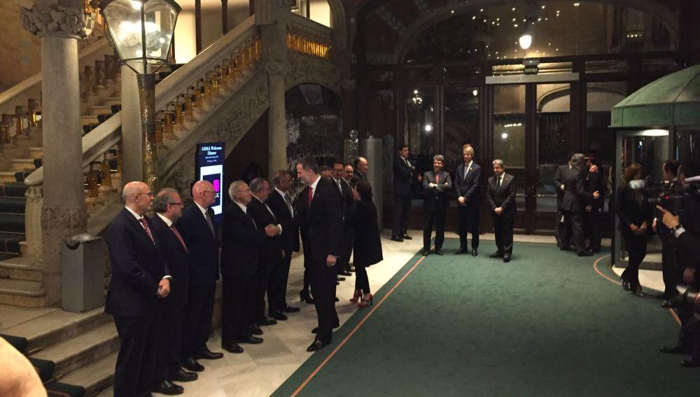 El Rey llega a la recepción del Mobile World Congress