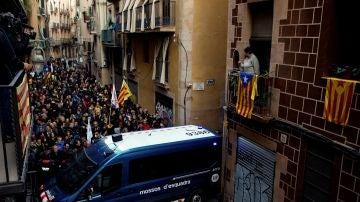 Los Mossos bloquean el paso a los manifestantes republicanos
