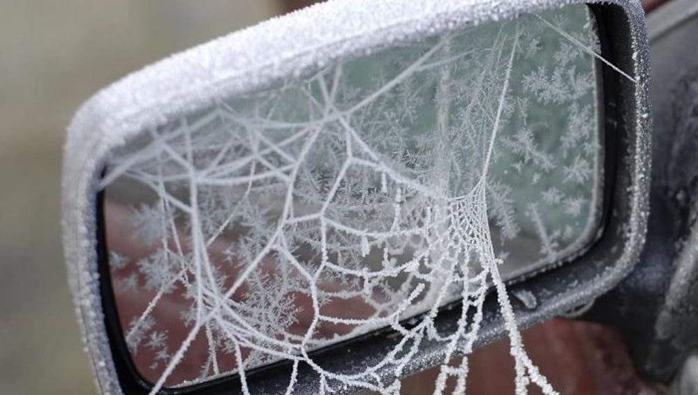 frozen-car-art-winter-frost-2-588090288142a__700.jpg