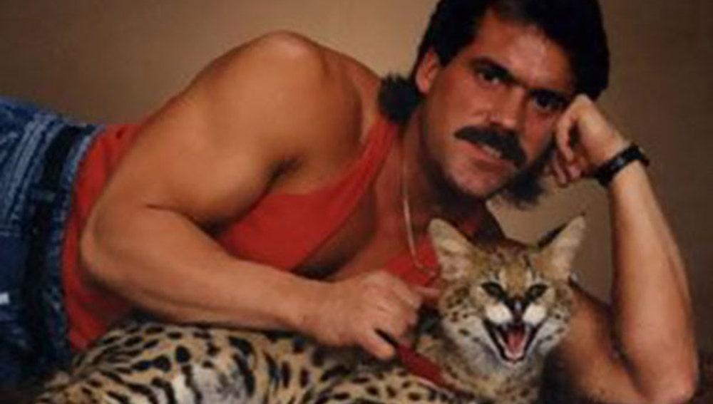 men-pose-cats-funny-vintage-4-5885f78a5cb89__605.jpg