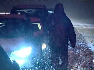La nieve empieza a cuajar y a dejar complicaciones en las carreteras del norte, especialmente en Cataluña