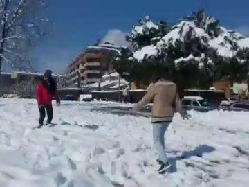 Casi 5.000 alumnos se quedan sin clase por la nieve en Cataluña
