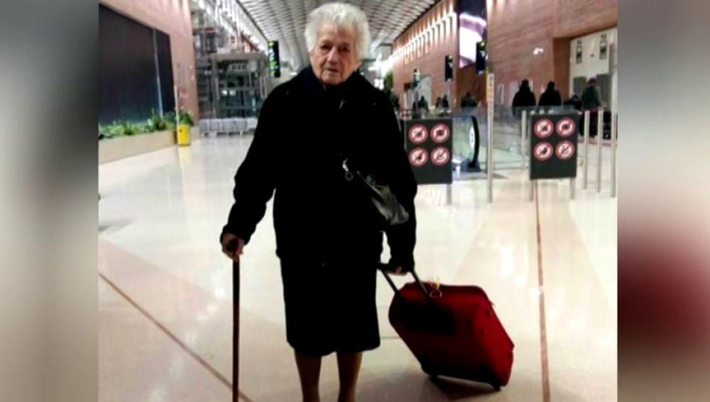 Una anciana italiana de 93 años viaja a Kenia para trabajar como voluntaria en un orfanato