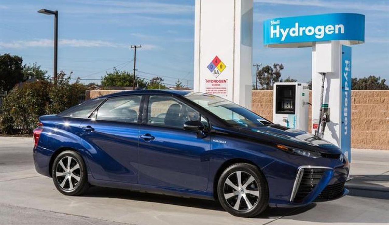 Madrid inaugura la cuarta hidrogenera de España, un punto de recarga para coches de hidrógeno que ya se presentan como alternativa al resto de combustibles