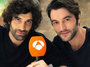 Tamar Novas y Javier Rey durante el Facebook Live