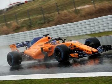 Fernando Alonso rueda en condiciones extremas en Montmeló