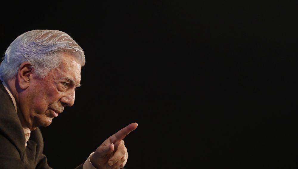 El premio nobel de literatura hispano-peruano Mario Vargas Llosa