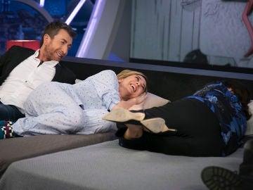 Descubre qué tipo de pareja eres según tu forma de dormir