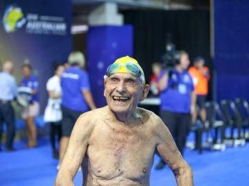 George Corones tras batir el récord en los 50 m libres