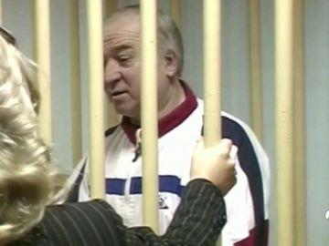 Un antiguo espía ruso, hospitalizado en Reino Unido tras estar en contacto con una sustancia desconocida
