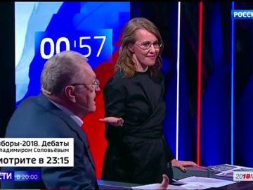 Desconocido empuja y arroja agua a Sobchak, candidata a la Presidencia rusa