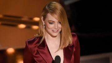 Emma Stone presentando en los Oscar 2018