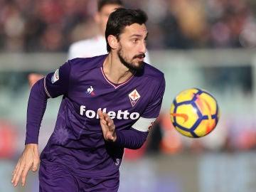 Davide Astori, en un partido con la Fiorentina