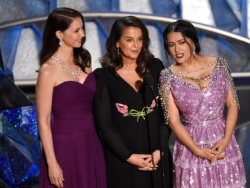 Ashley Judd, Annabella Sciorra y Salma Hayek en los Oscar 2018