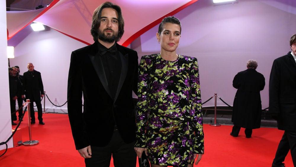 Carlota Casiraghi posa por primera vez con su novio Dimitri Rassam.