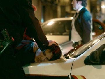 La policía detiene a Miguel tras recibir un chivatazo