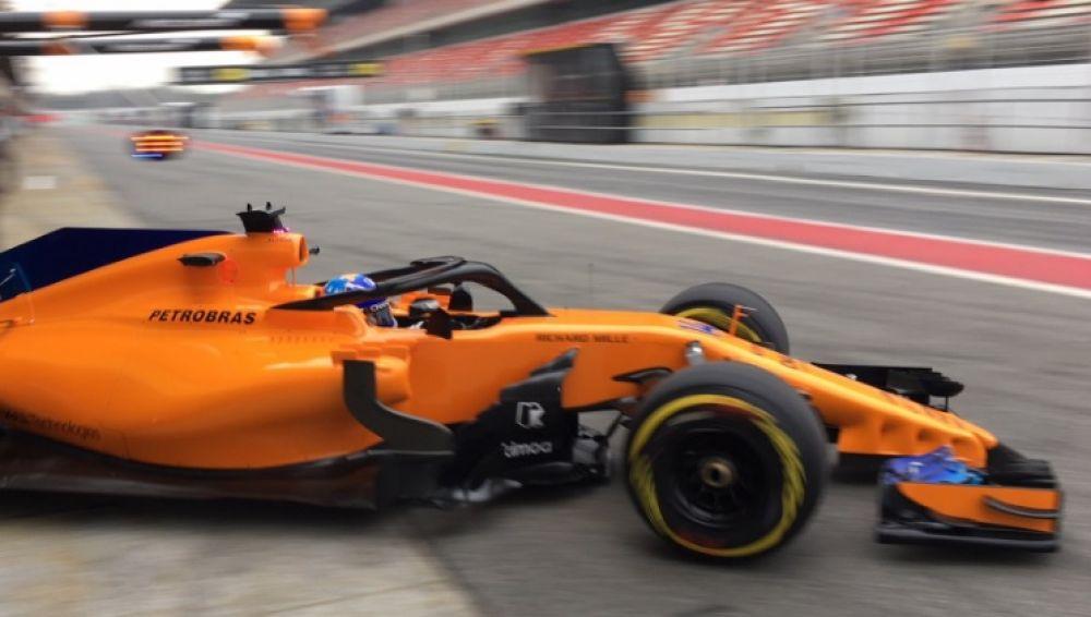 Fernando Alonso, en Montmeló durante el 'filming day' de McLaren