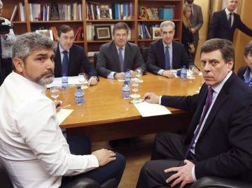 Rafael Catalá junto con Rafael Hernando en una reuión con Juan Carlos Quer y Juan José Cortés