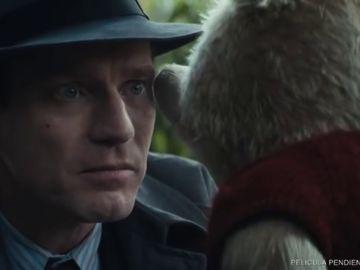 """Primer tráiler de 'Christopher Robin': Winnie the Pooh consuela a un """"roto"""" Ewan McGregor"""