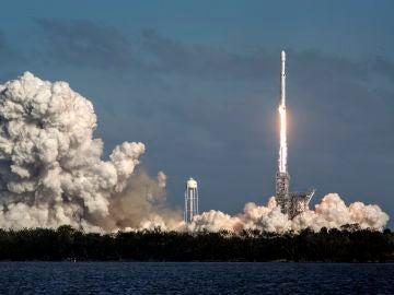 SpaceX pone en órbita al satélite español Hispasat 30W-6