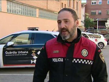 Un agente de la Guardia Urbana evita que una niña de dos años muera ahogada tras atragantarse con un macarrón