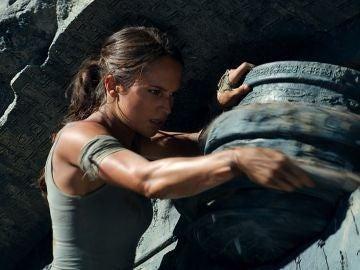 Alicia Vikander demuestra las habilidades de Lara Croft