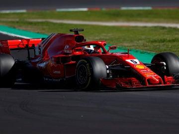 Vettel, rodando en el asfalto de Montmeló