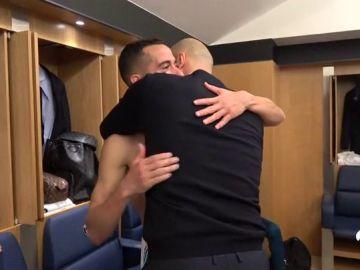 Zidane y su efusivo abrazo con Lucas Vázquez en la fiesta del Real Madrid en el vestuario