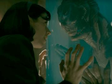 Sally Hawkins y Doug Jones en 'La forma del agua'