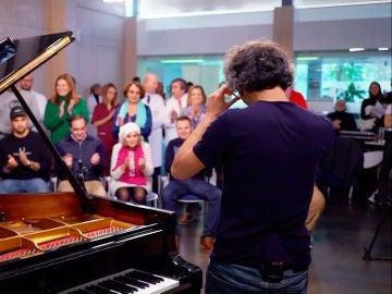 James Rhodes demuestra cómo la música te puede salvar la vida 