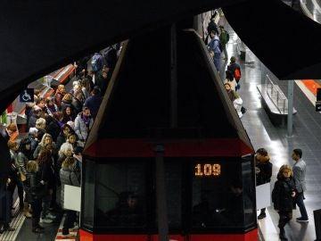 Los paros se han notado en el metro de Barcelona.